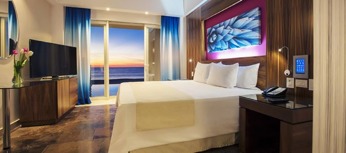 REFLECT KRYSTAL GRAND LOS CABOS ALLTITUDE JR SWIM OUT OF SUITE